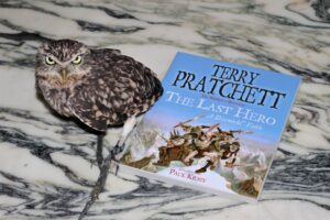 The Last Hero Terry Pratchett owl